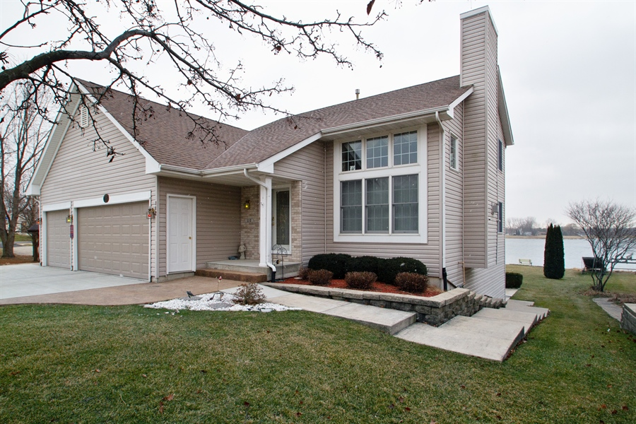 Real Estate Photography - 112 Candlewick, Poplar grove, IL, 61065 - Front View