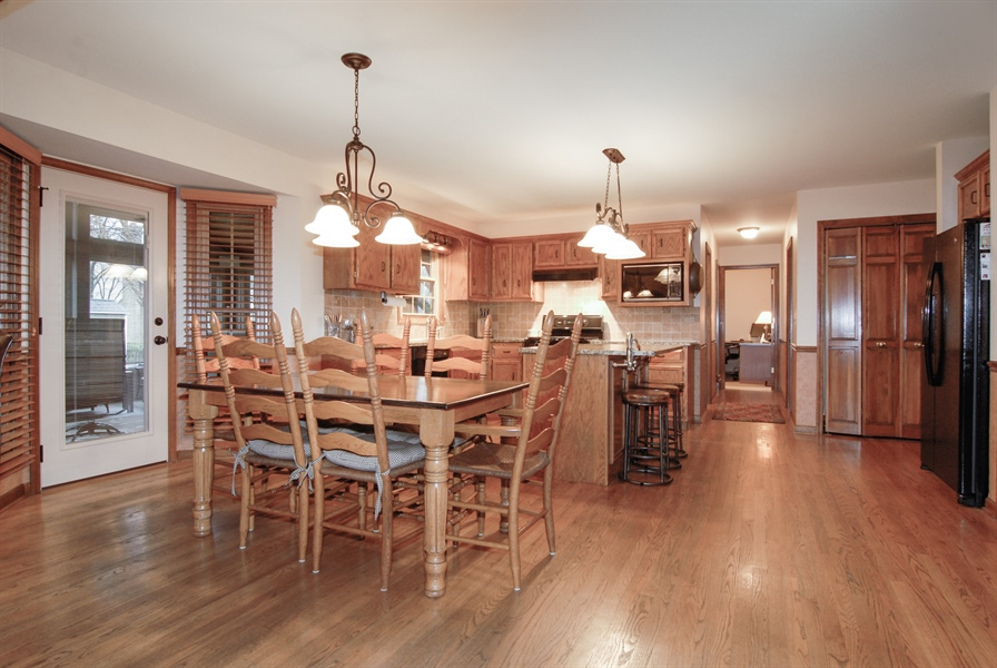 Real Estate Photography - 420 Apple River Dr, Naperville, IL, 60565 - Kitchen / Breakfast Room