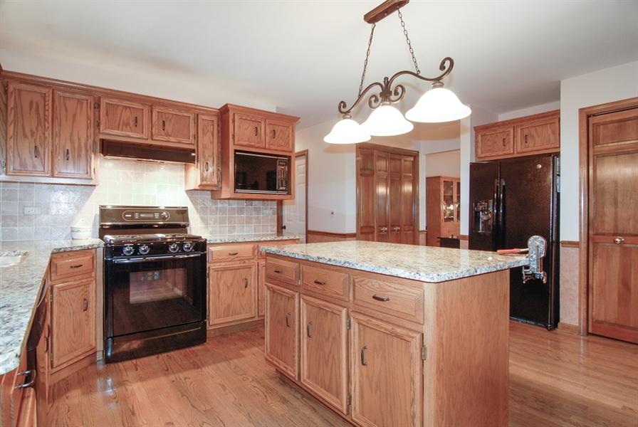 Real Estate Photography - 420 Apple River Dr, Naperville, IL, 60565 - Kitchen