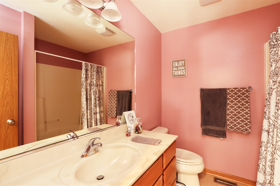 Real Estate Photography - 1020 Inverness Dr, Antioch, IL, 60002 - 2nd Bathroom