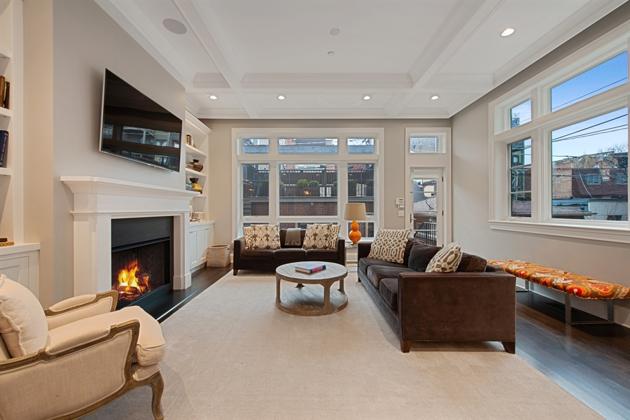 Real Estate Photography - 1838 N Hudson Ave, Chicago, IL, 60614 - Family Room