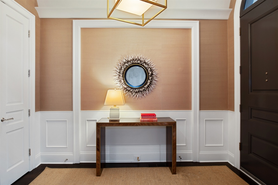 Real Estate Photography - 1838 N Hudson Ave, Chicago, IL, 60614 - Foyer