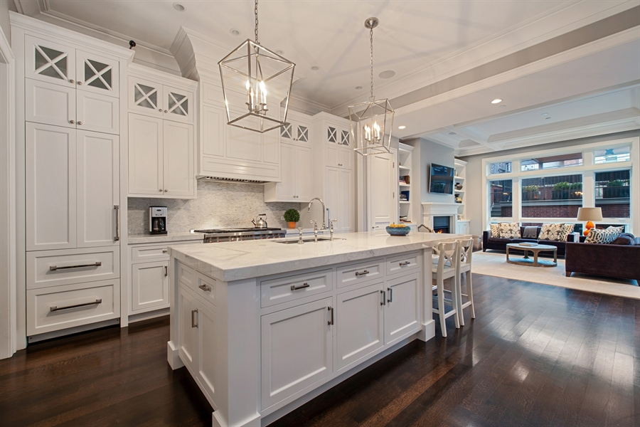 Real Estate Photography - 1838 N Hudson Ave, Chicago, IL, 60614 - Kitchen