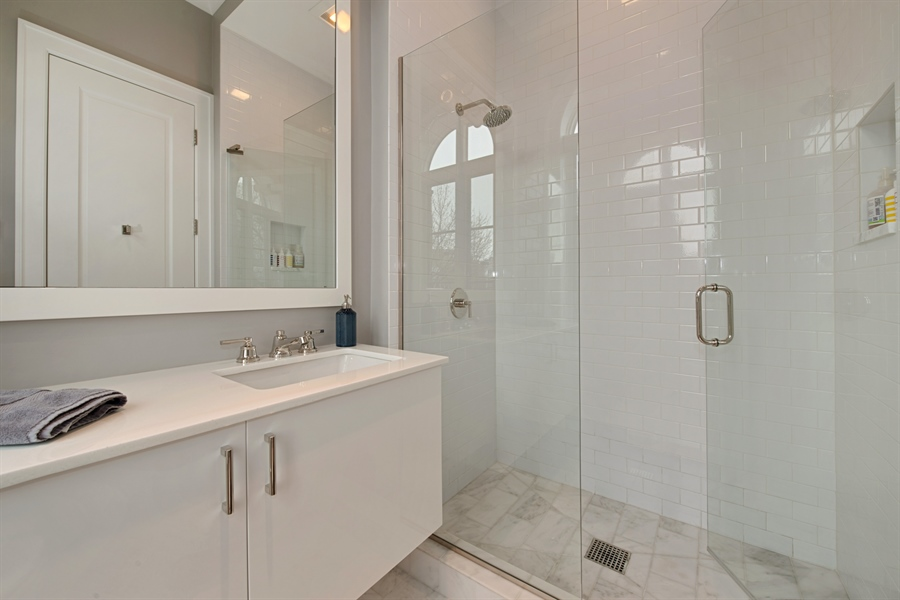Real Estate Photography - 1838 N Hudson Ave, Chicago, IL, 60614 - 2nd Bathroom