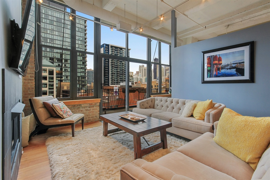 Real Estate Photography - 333 W Hubbard, unit E, Chicago, IL, 60607 - Living Room