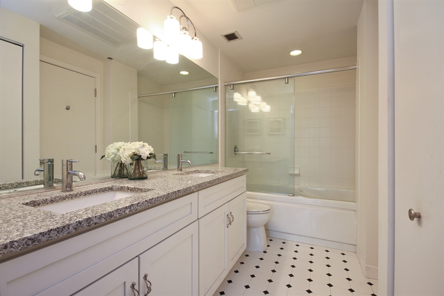 Real Estate Photography - 333 W Hubbard, unit E, Chicago, IL, 60607 - Master Bathroom