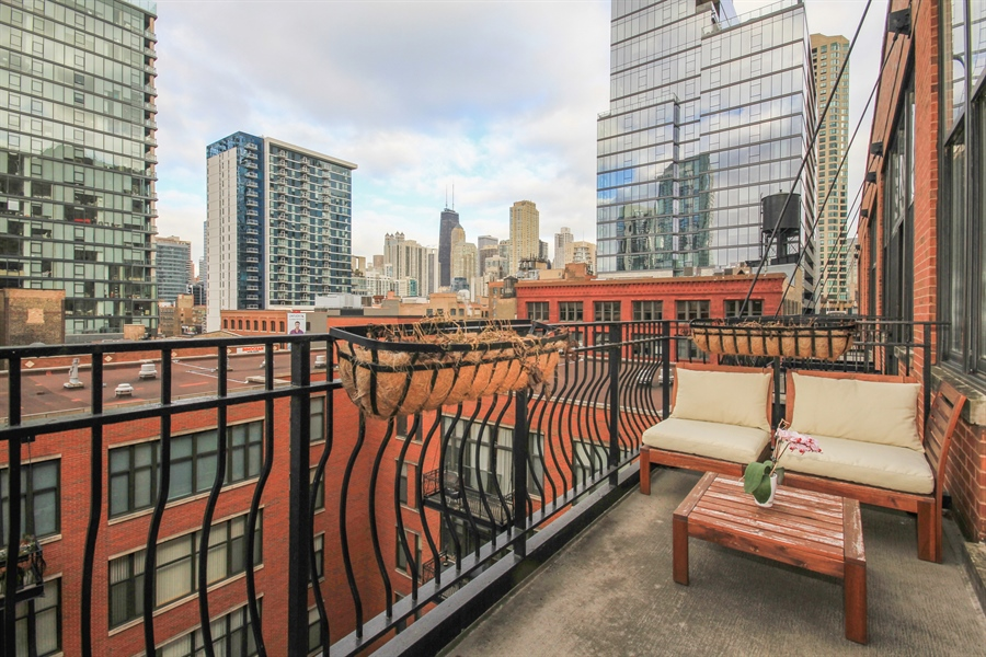 Real Estate Photography - 333 W Hubbard, unit E, Chicago, IL, 60607 - Deck