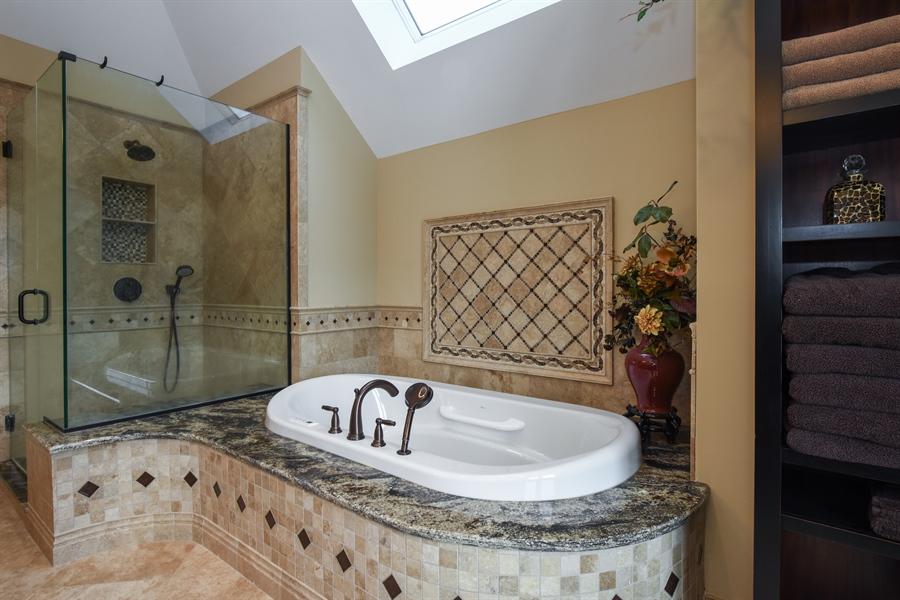 Real Estate Photography - 1 Cutters Run, South Barrington, IL, 60010 - Master Bathroom