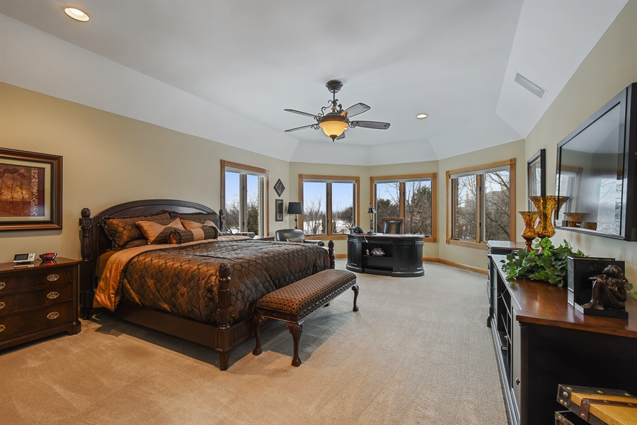 Real Estate Photography - 1 Cutters Run, South Barrington, IL, 60010 - Master Bedroom