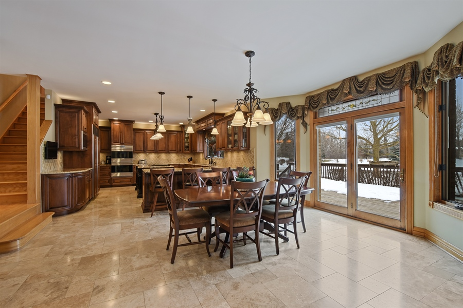 Real Estate Photography - 1 Cutters Run, South Barrington, IL, 60010 - Kitchen / Breakfast Room