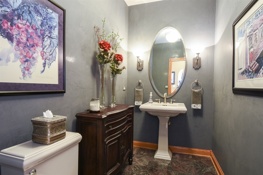Real Estate Photography - 1 Cutters Run, South Barrington, IL, 60010 - Powder Room