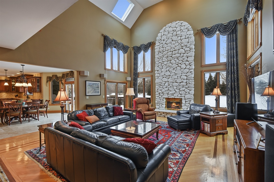 Real Estate Photography - 1 Cutters Run, South Barrington, IL, 60010 - Family Room