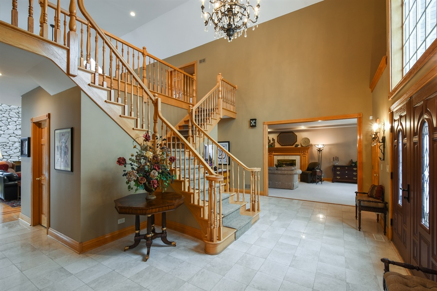 Real Estate Photography - 1 Cutters Run, South Barrington, IL, 60010 - Foyer