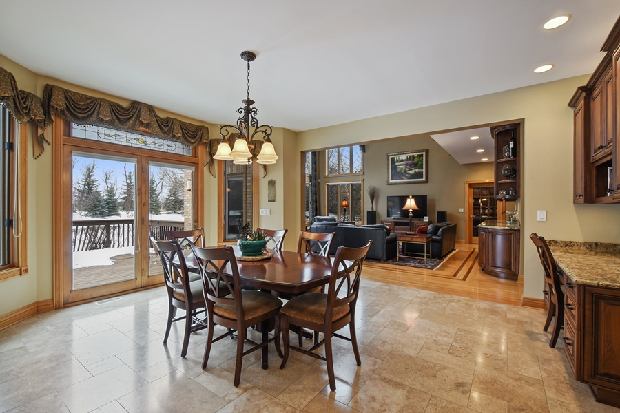 Real Estate Photography - 1 Cutters Run, South Barrington, IL, 60010 - Breakfast Area