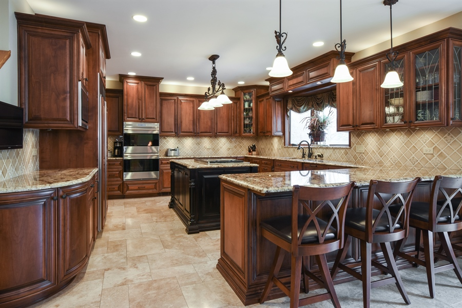 Real Estate Photography - 1 Cutters Run, South Barrington, IL, 60010 - Kitchen