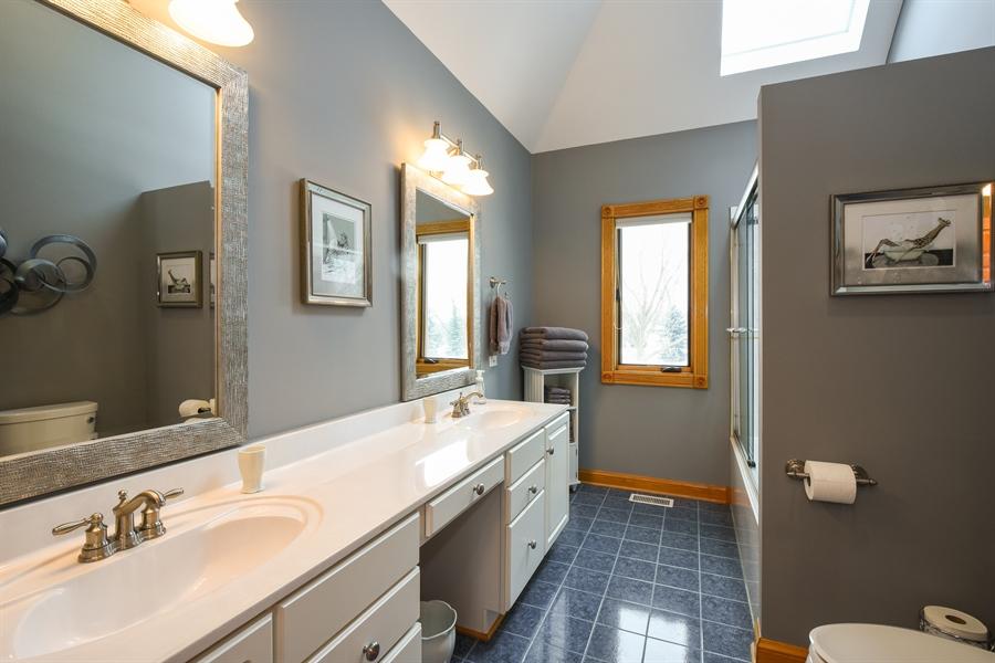 Real Estate Photography - 1 Cutters Run, South Barrington, IL, 60010 - Hall Bath