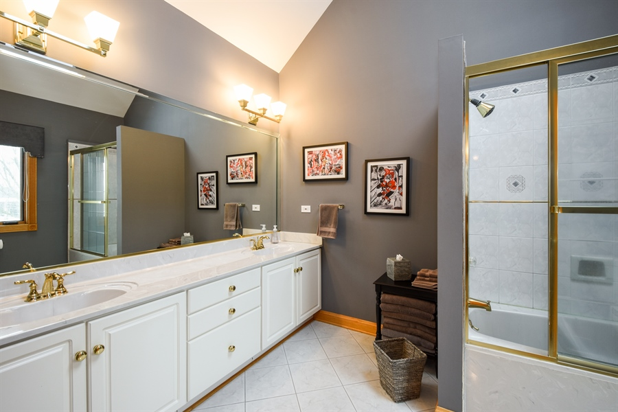 Real Estate Photography - 1 Cutters Run, South Barrington, IL, 60010 - Private 2nd Bathroom