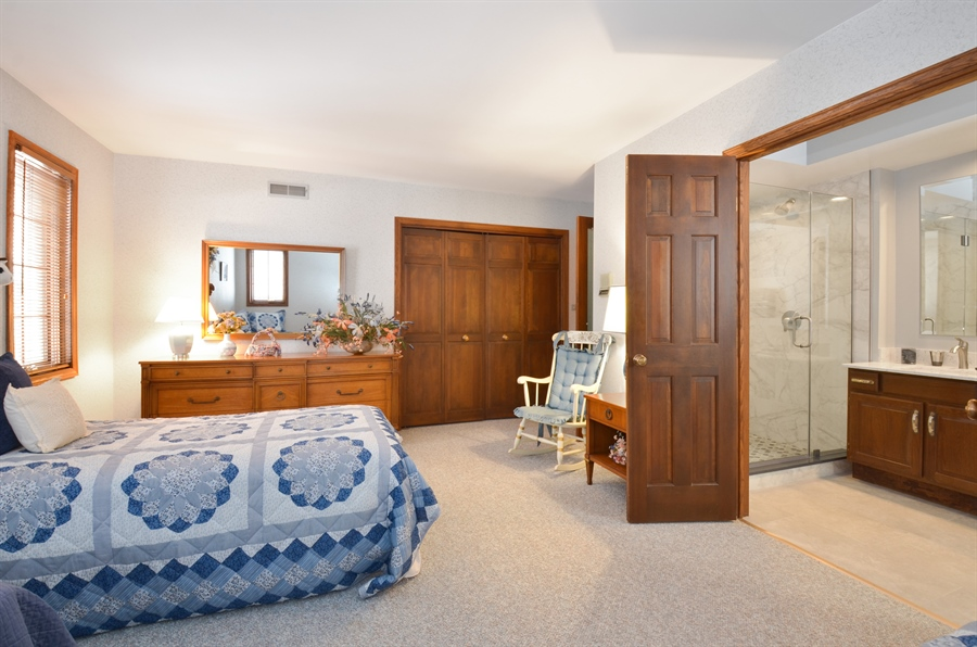 Real Estate Photography - 1 Orchard Ln, Golf, IL, 60029 - 2nd Bedroom