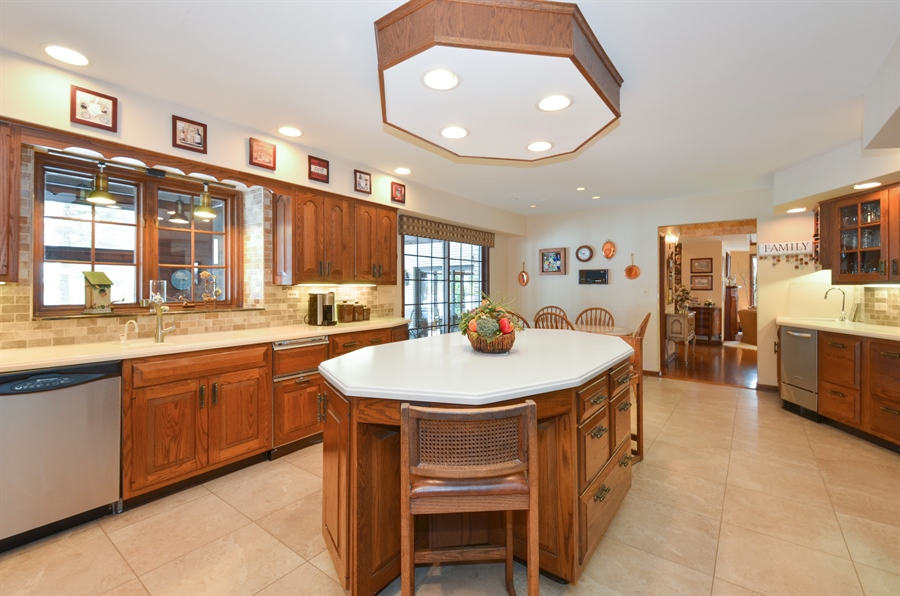 Real Estate Photography - 1 Orchard Ln, Golf, IL, 60029 - Kitchen