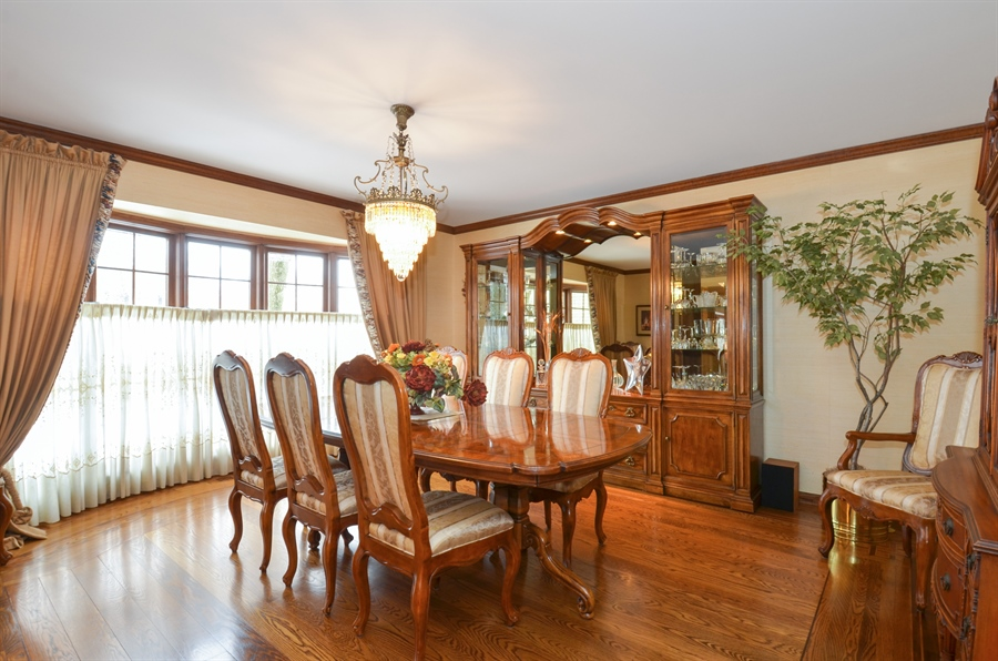 Real Estate Photography - 1 Orchard Ln, Golf, IL, 60029 - Dining Room