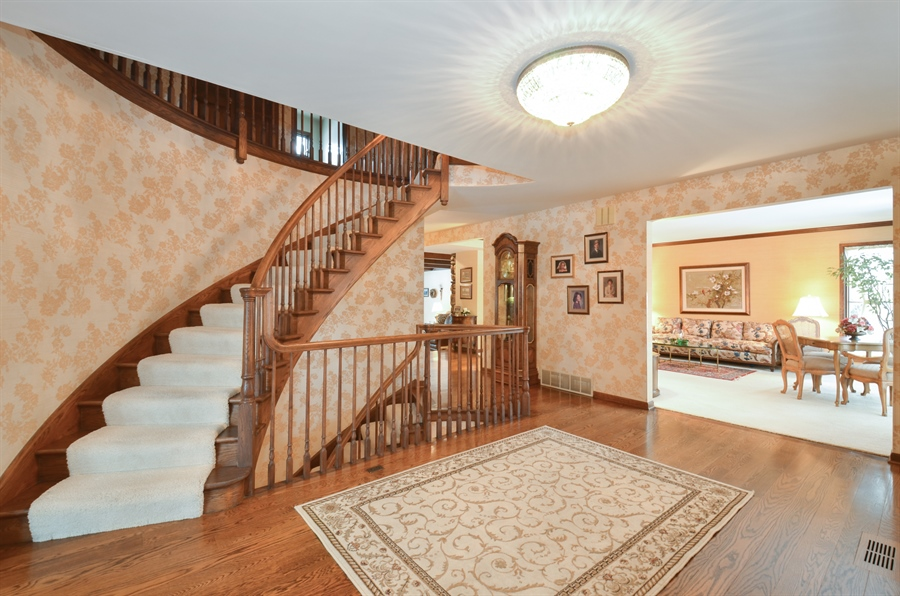 Real Estate Photography - 1 Orchard Ln, Golf, IL, 60029 - Foyer