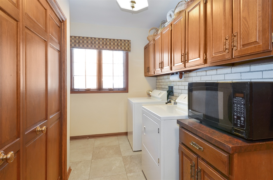 Real Estate Photography - 1 Orchard Ln, Golf, IL, 60029 - Laundry Room