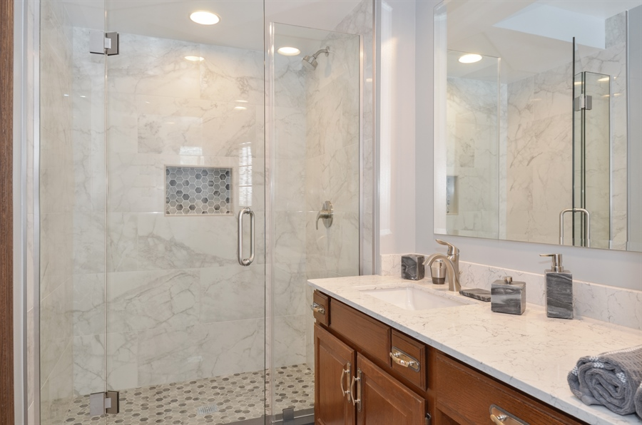 Real Estate Photography - 1 Orchard Ln, Golf, IL, 60029 - Bathroom