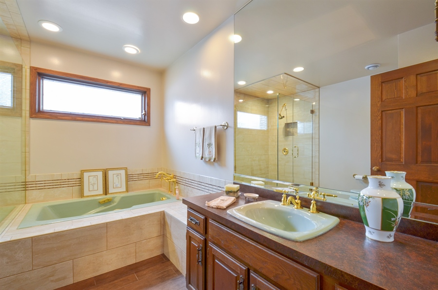 Real Estate Photography - 1 Orchard Ln, Golf, IL, 60029 - 2nd Bathroom