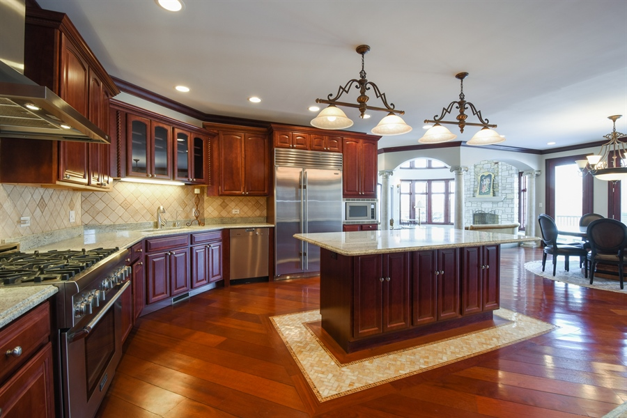Real Estate Photography - 2 Beacon Hill Drive, South Barrington, IL, 60010 - Kitchen