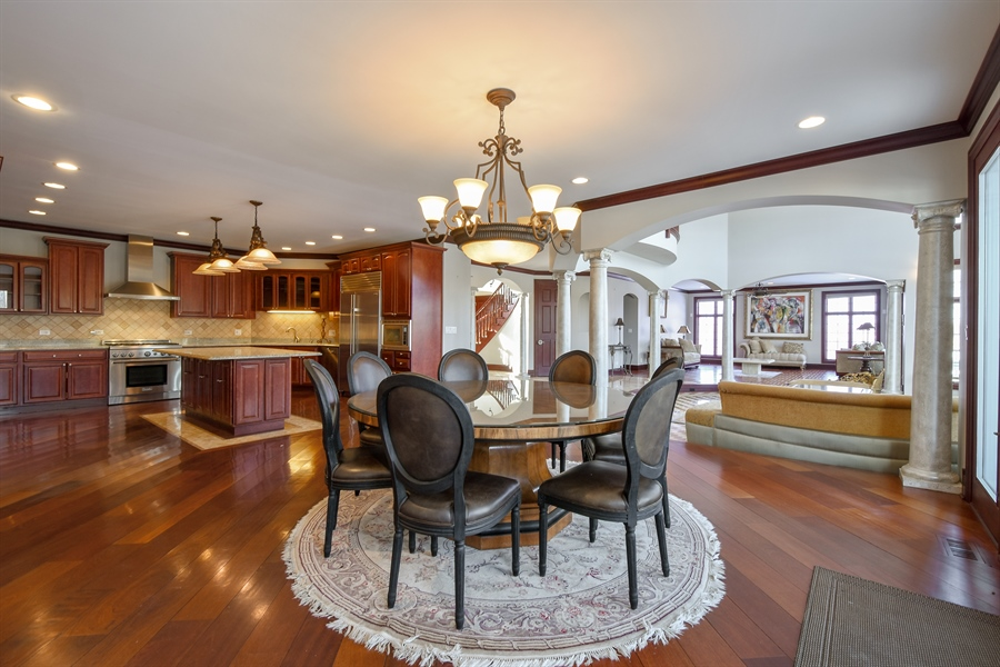 Real Estate Photography - 2 Beacon Hill Drive, South Barrington, IL, 60010 - Kitchen / Breakfast Room