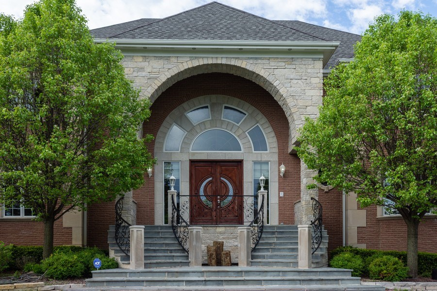 Real Estate Photography - 2 Beacon Hill Drive, South Barrington, IL, 60010 - Front View