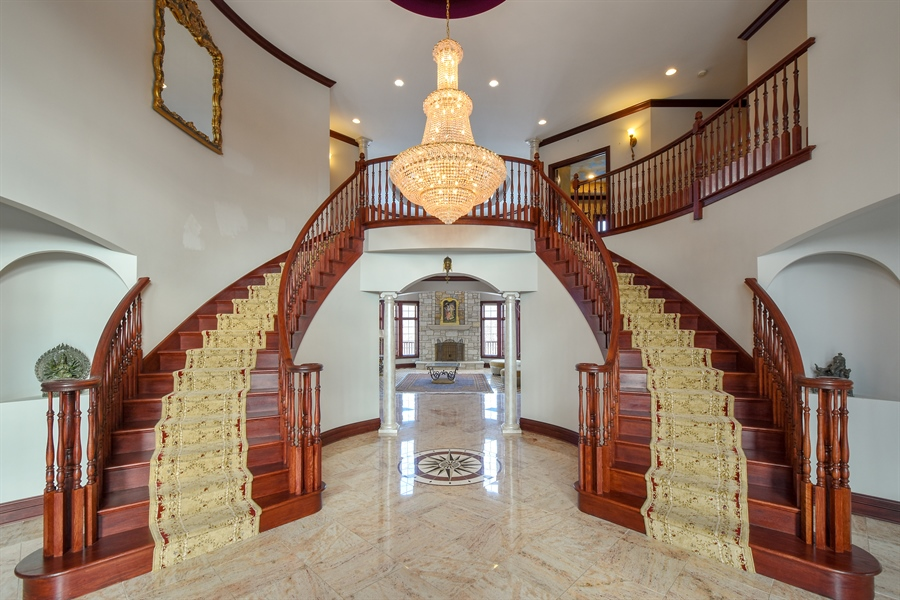 Real Estate Photography - 2 Beacon Hill Drive, South Barrington, IL, 60010 - Foyer