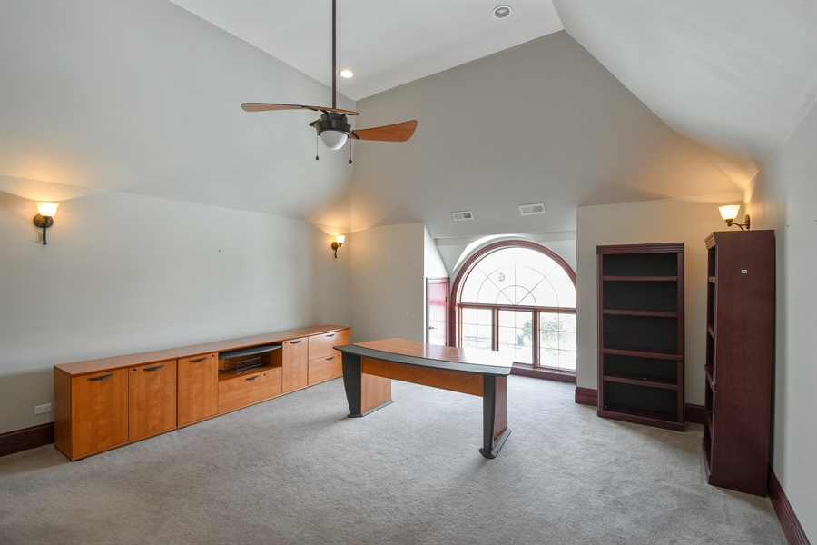 Real Estate Photography - 2 Beacon Hill Drive, South Barrington, IL, 60010 - Office