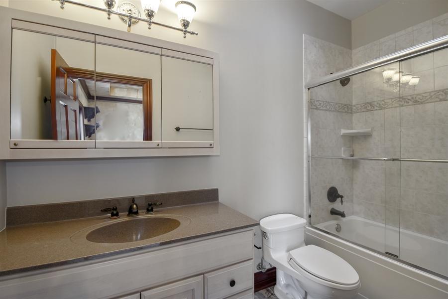 Real Estate Photography - 2 Beacon Hill Drive, South Barrington, IL, 60010 - 2nd Bathroom