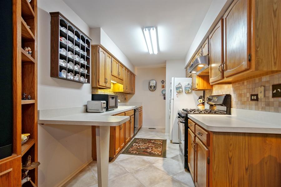 Real Estate Photography - 1632 N Windsor Dr., Arlington Heights, IL, 60004 - Kitchen