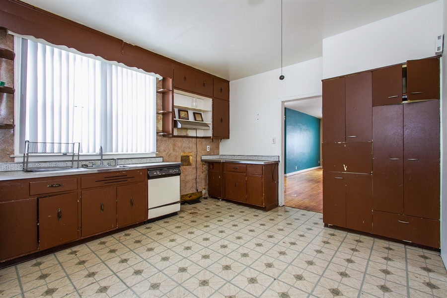Real Estate Photography - 9831 S Genoa, Chicago, IL, 60643 - Kitchen