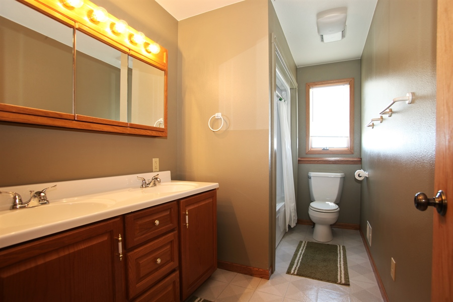 Real Estate Photography - 2162 County Road H, PO BOX 183, Kewaskum, WI, 53040 - Bathroom