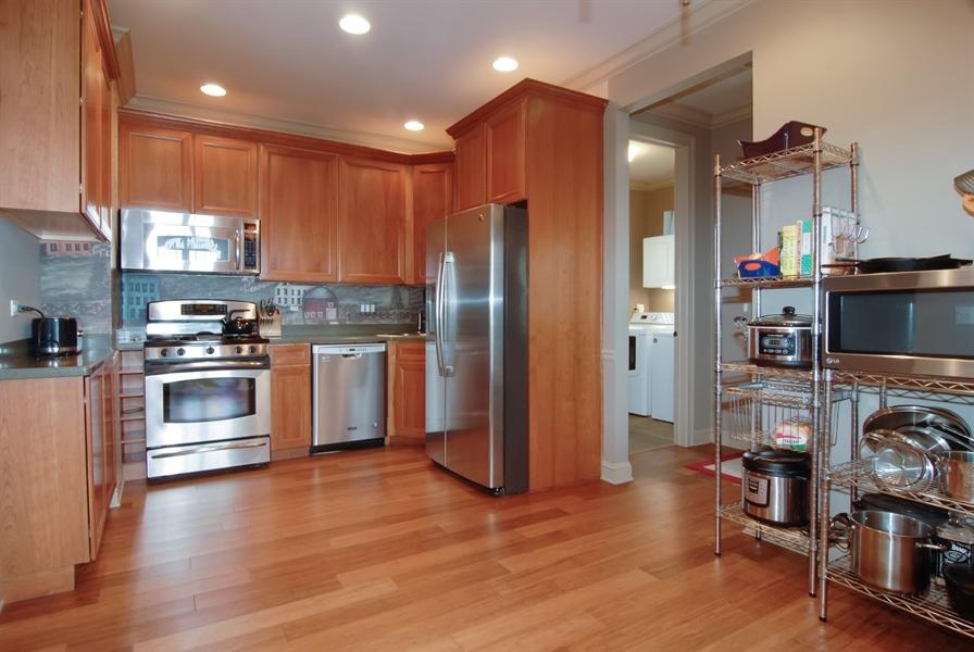 Real Estate Photography - 1466 Cornell Cir, Sugar Grove, IL, 60554 - Kitchen
