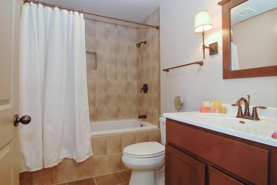 Real Estate Photography - 1466 Cornell Cir, Sugar Grove, IL, 60554 - 2nd Bathroom