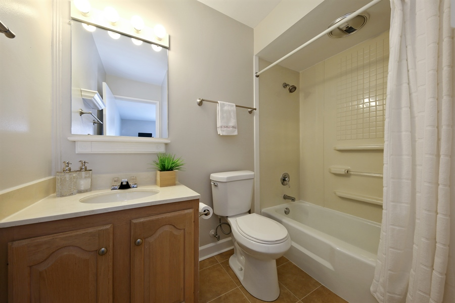 Real Estate Photography - 7373 BLACKBURN, 202, DOWNERS GROVE, IL, 60516 - Master Bathroom