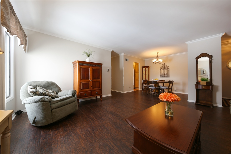 Real Estate Photography - 7373 BLACKBURN, 202, DOWNERS GROVE, IL, 60516 - Family Room