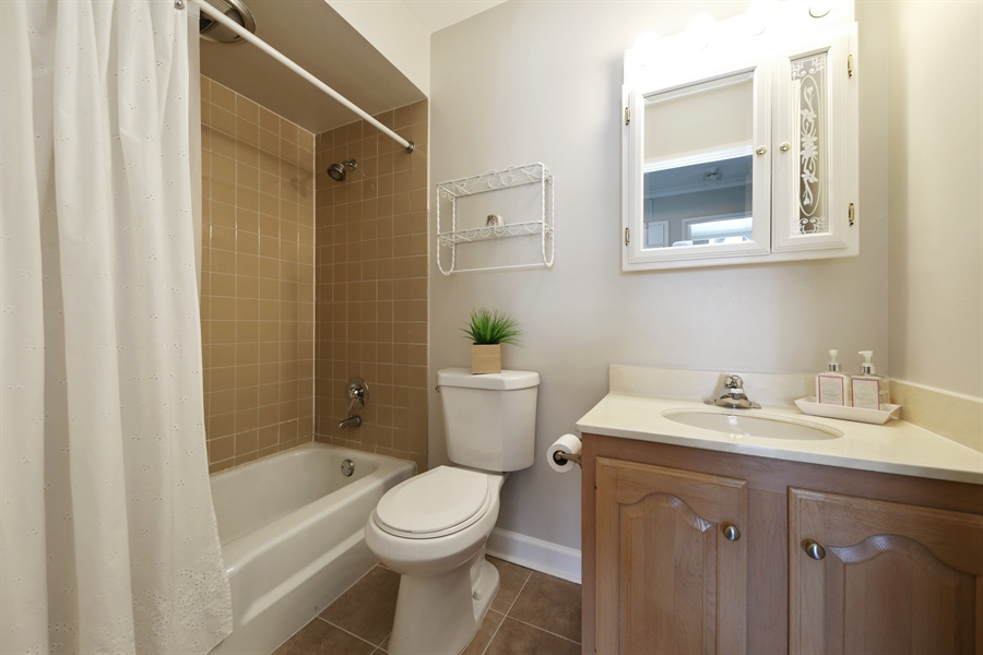Real Estate Photography - 7373 BLACKBURN, 202, DOWNERS GROVE, IL, 60516 - Bathroom