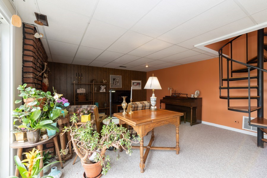 Real Estate Photography - 3323 Thornberry Drive, Glenview, IL, 60025 - Family Room 2