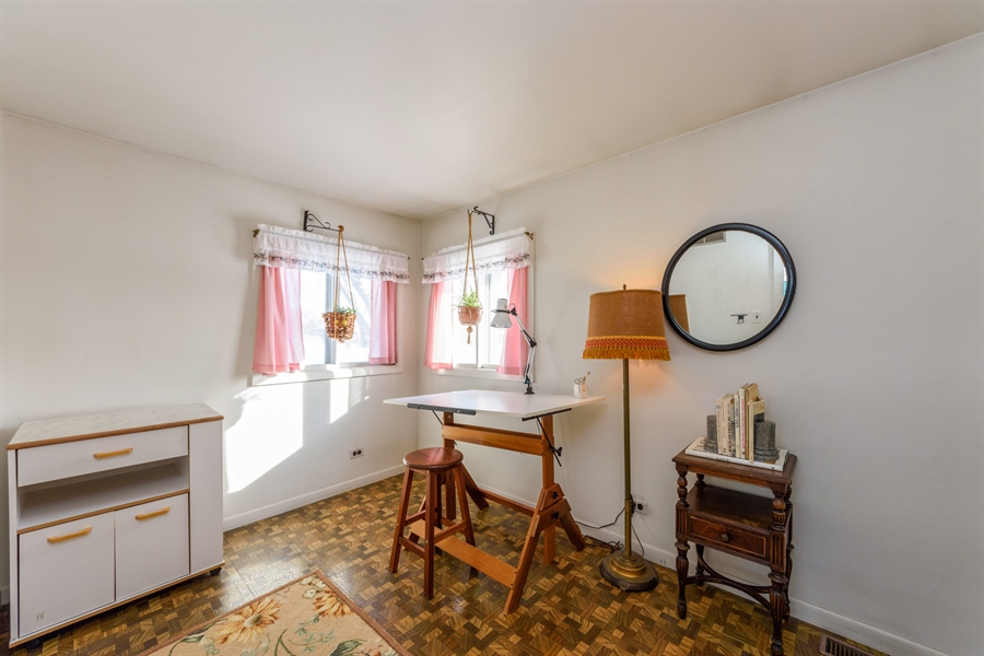 Real Estate Photography - 3323 Thornberry Drive, Glenview, IL, 60025 - 2nd Bedroom
