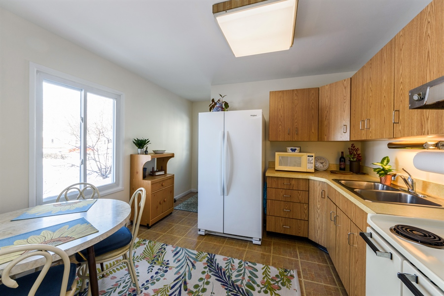 Real Estate Photography - 3323 Thornberry Drive, Glenview, IL, 60025 - Kitchen / Breakfast Room