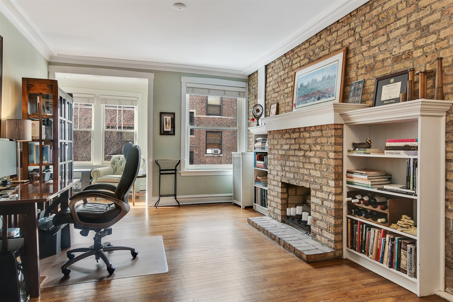 Real Estate Photography - 745 W Brompton, 2S, Chicago, IL, 60657 - Living Room