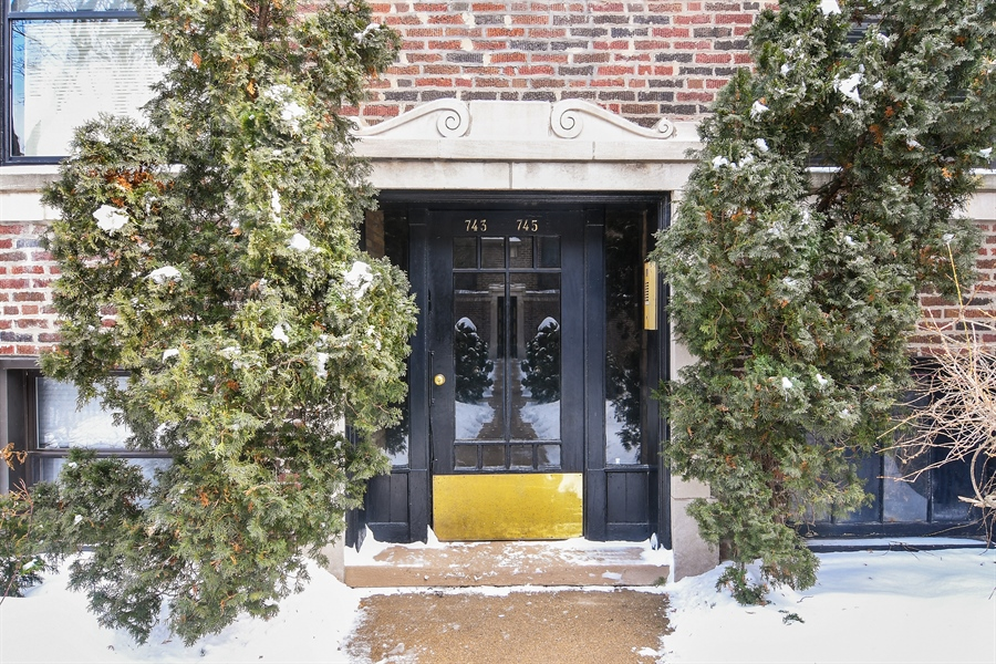 Real Estate Photography - 745 W Brompton, 2S, Chicago, IL, 60657 - Front View