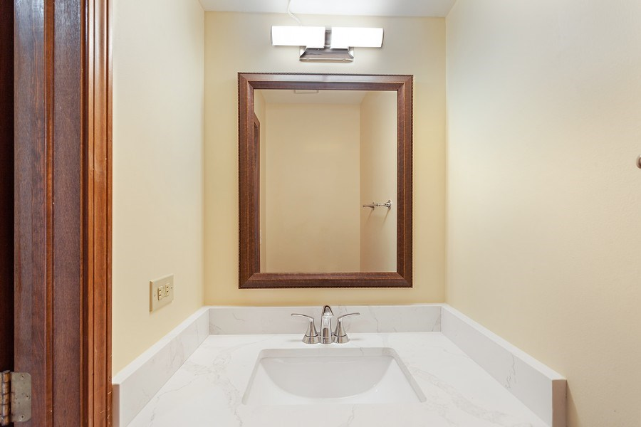 Real Estate Photography - 820 Red Stable Way, Oak Brook, IL, 60523 - Half Bath