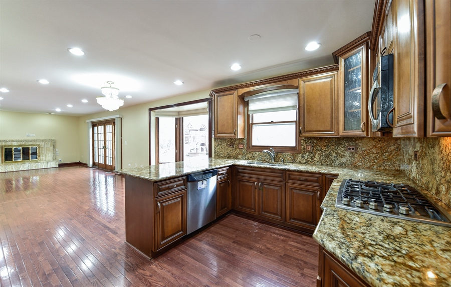 Real Estate Photography - 820 Red Stable Way, Oak Brook, IL, 60523 - Kitchen / Living Room