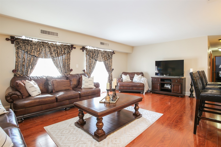 Real Estate Photography - 1414 E Central Rd, 219C, Arlington Heights, IL, 60005 - Living Room